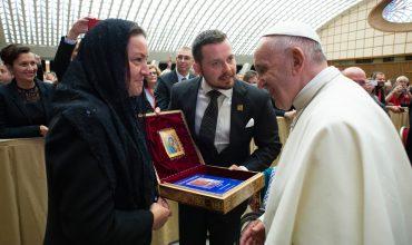 Pápež František prijal gréckokatolíckych pútnikov zo Slovenska s mystičkou Myrnou